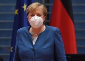 Меркель заявила, что в Германии началась третья волна пандемии