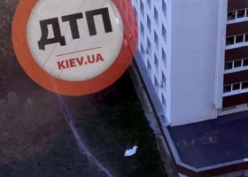 В Киеве из окна больницы выбросилась женщина, которую лечили от коронавируса