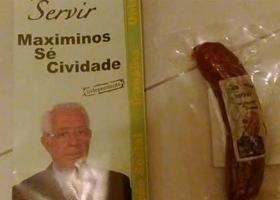 В Португалии избирателям бросают колбасу от кандидатов прямо в почтовые ящики