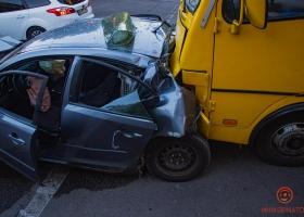 У маршрутки отказали тормоза: в Днипре произошло масштабное ДТП, есть пострадавшие