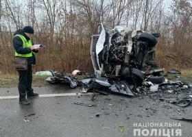 Во Львовской области столкнулись легковушка с микроавтобусом, трое погибших