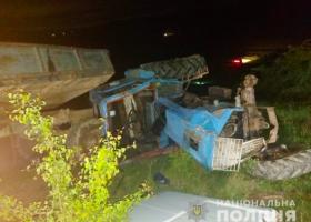 За рулем был отец: на Буковине трактором раздавило шестилетнюю девочку