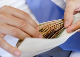 От 20 тысяч гривень в месяц: средняя зарплата в Украине впервые поднялась до рекордного максимума