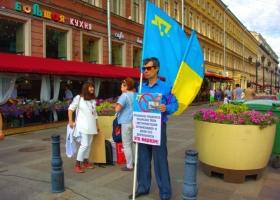 Украинские флаги покрасовались в Москве и Питере (ФОТО)