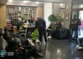 СБУ разоблачила дельцов, которые незаконно «легализовали» в Украине 3,5 тыс. иностранцев