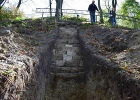 Впервые откопана стена Высокого Замка