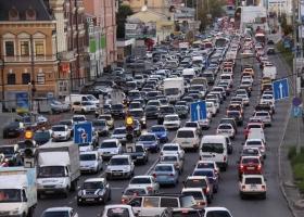 Киев стоит в больших пробках: где сегодня не проехать