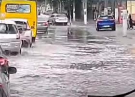 Сильнейший ливень за 15 минут затопил Одессу