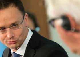 Министр иностранных дел Венгрии продолжает свою истерику по поводу украинского закона