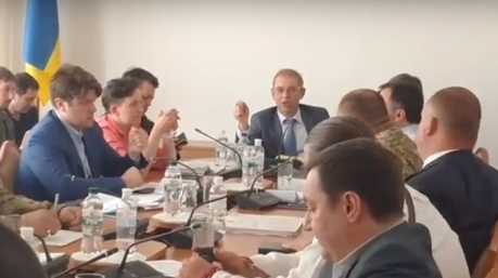 Гройсман и Пашинский заговорили по рациям. Частоты не совпадают