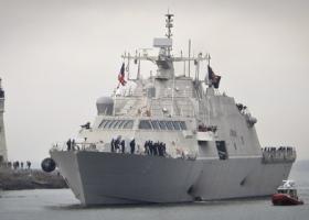 Новейший боевой корабль ВМС США застрял во льдах