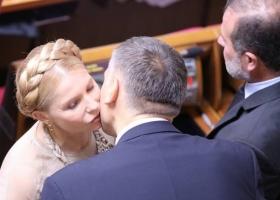 В Раде любят погорячее: СМИ создали подборку самых пылких депутатских поцелуев