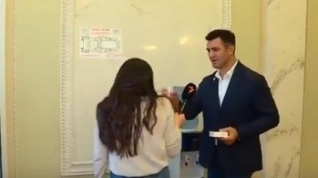 """""""А кто вы такая, чтобы меня проверять?"""": депутат Тищенко нахамил журналистке за вопрос о министрах"""