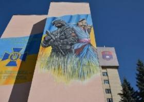 По заказу СБУ на здании академии спецслужбы нарисовали эфэсбэшника
