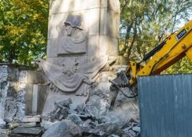 Памятник Красной армии сносят в Варшаве