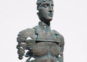 Состояние общества и внутренние переживания украинского скульптора продали на аукционе в Нью-Йорке