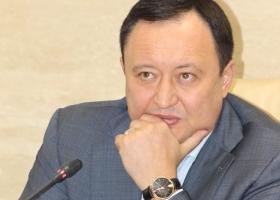 Отмазка года: запорожский губернатор говорит, что родственники-пенсионеры втихаря записали на него 4 лишних «мерседеса»