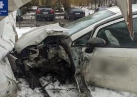 В полиции показали, как пьяный водитель на скорости влетел в здание в Киеве