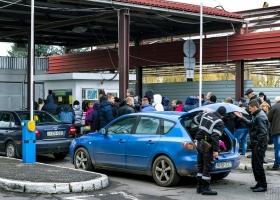 На границе с Венгрией образовалась очередь из двух сотен авто