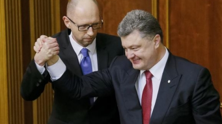 Молчание «фронтовиков»: заклятые друзья напомнили Порошенко, кто подарил ему могучий рейтинг
