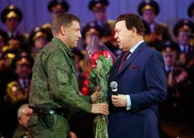 «С одухотворенным прекрасным лицом подходит к урне»: российскому писателю привиделся покойный Захарченко