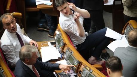 Маразмы дня: тема сортиров в Раде, покаяние Савченко и бомжеватые избранники