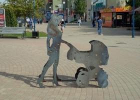 В Бердянске вандалы повредили инсталляции расстрелянных людей