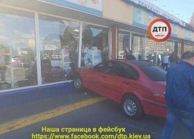 Несколько водителей остались без авто после неудачной парковки (ФОТО)