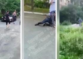Неадекватные дети набросились на прохожего в Киеве и задули его газом