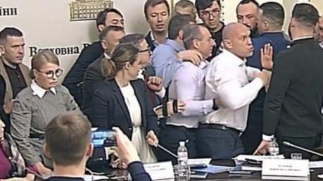 Маразмы дня: парламентский Леонардо да Винчи, ночная потасовка в аграрном комитете и лингвистическое открытие Азарова