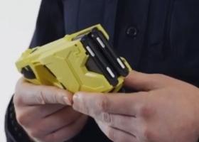 Руководитель Патрульной полиции Украины испытал на себе электрошокер: видео