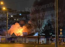 На столичной Оболони произошел крупный пожар на рынке: появилось видео