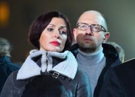 «Работает с простыми людьми»: Яценюк похвастался тяжелой судьбой своей супруги