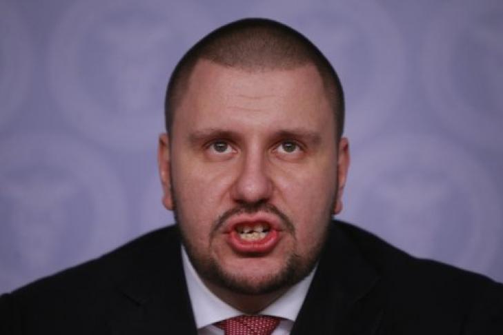 Маразмы дня: в отношении одиозного министра Януковича отменен заочный арест
