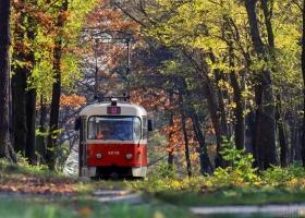 В Киеве во время движения трамвая пострадала военнослужащая