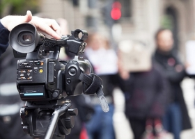 Злоумышленники избили журналиста во время съемок репортажа в Одесской области