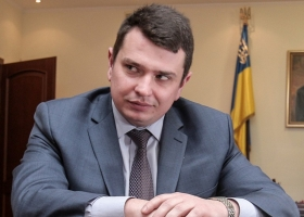 Главный антикоррупционер страны в январе получил на руки свыше 100 тысяч гривень