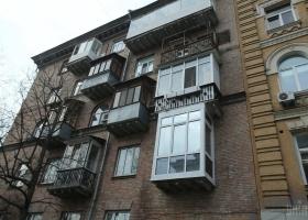 Двойной суицид: в Запорожье мать с дочерью выбросились из окна многоэтажки
